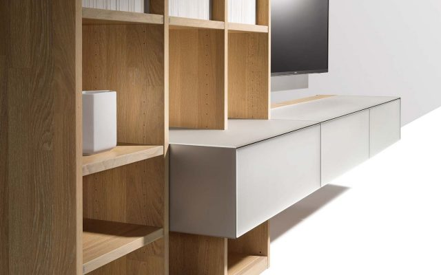 TEAM7_wohnwand-detail-naturholz-glas-cubus-pure