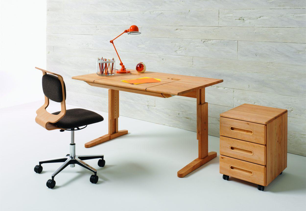 team 7 schreibtisch und drehstuhl wien. Black Bedroom Furniture Sets. Home Design Ideas